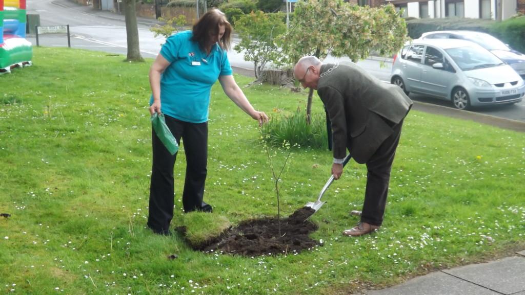 Diana Purshouse Activity CoOrdinator and the Mayor of Dursley (2)