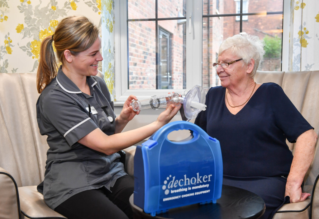 New Care carer Emma Roberts (left) and resident Jean Ashcroft (right) at Ashlands Manor in Sale.