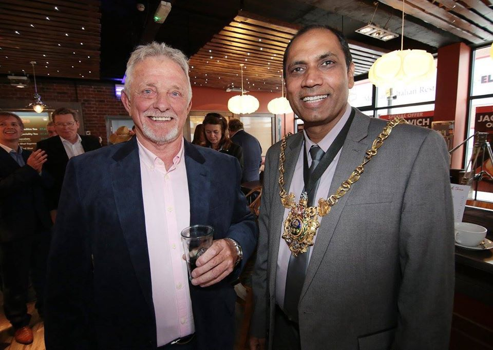 Roy Young and Lord Mayor – 300dpicopy